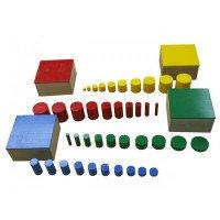 Цветные цилиндры в коробочках